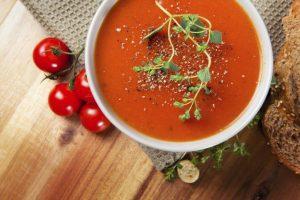طريقة عمل حساء الطماطم بالكرايمة والصور