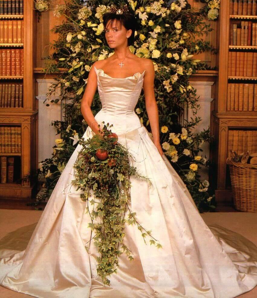 celebrities-most-expensive-wedding-dresses-victoria-beckham-kept-victoria-beckham-wedding-dress-l-8a4b017f9f8a2ed1 (1)