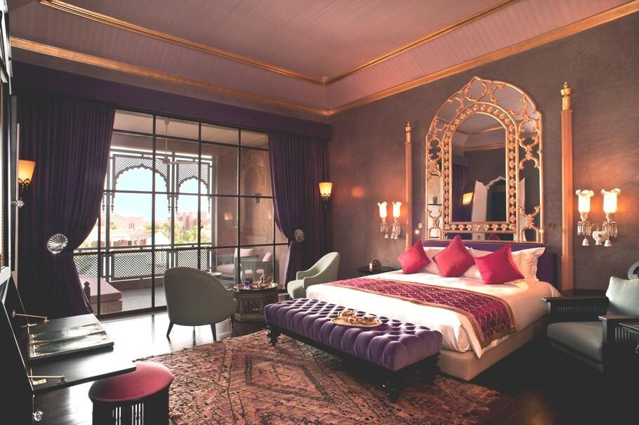 luxury-bedroom-design-ideas-romantic-interior-design-bedroom-910×605-445kb (1)